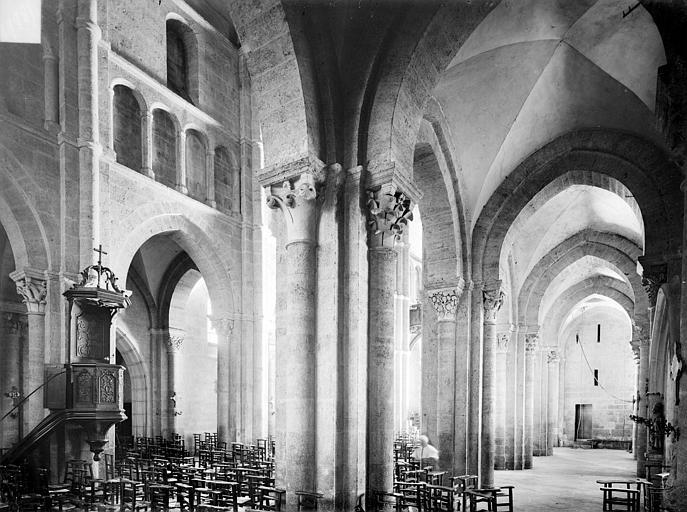 Vue intérieure du bas-côté nord et de la nef, vers le sud-ouest