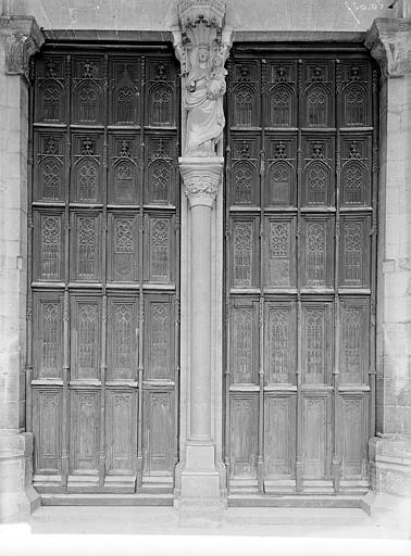 Portail central de la façade ouest : Portes à vantaux