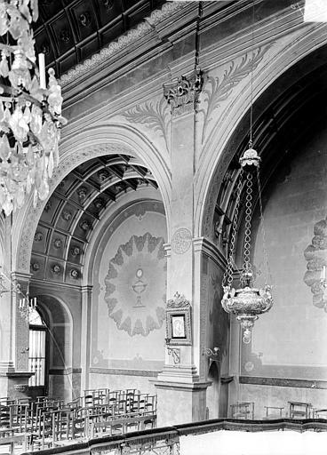 Sainte-Chapelle : Vue intérieure du bas-côté