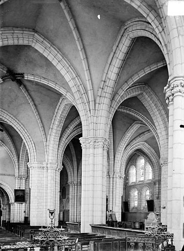 Vue intérieure du bas-côté sud et de la nef, vers le nord-ouest