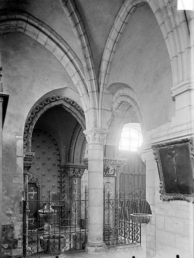 Vue intérieure de la chapelle des fonts baptismaux