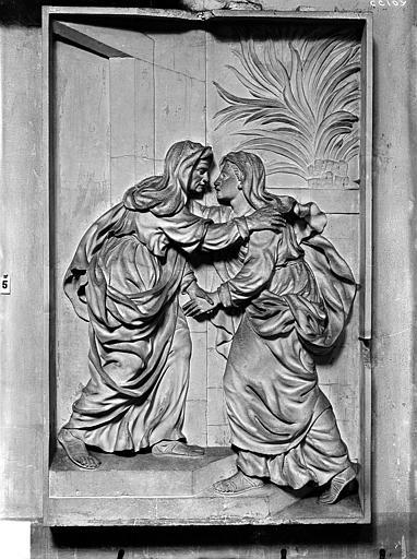 Bas-relief, La Visitation, situé dans la chapelle de l'Assomption. Bas-relief de la chapelle de l'Assomption : La Visitation