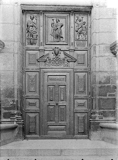 Portail sud de la façade ouest : Porte à vantaux