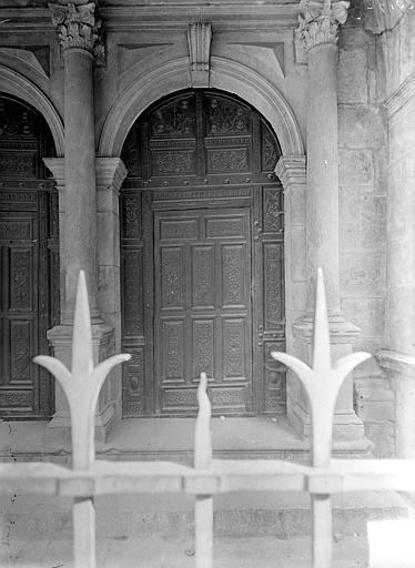 Chapelle : Porte à vantaux