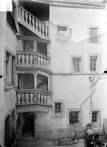 Cour intérieure : Escalier