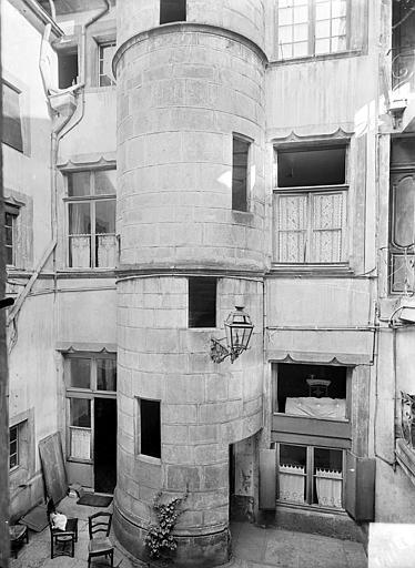 Cour intérieure : Tourelle d'escalier