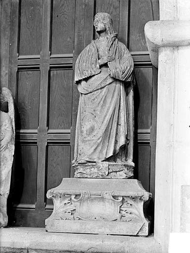 Statue en pierre : Vierge de l'Annonciation