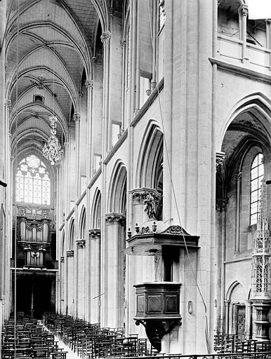 Vue intérieure de la nef vers le nord-ouest