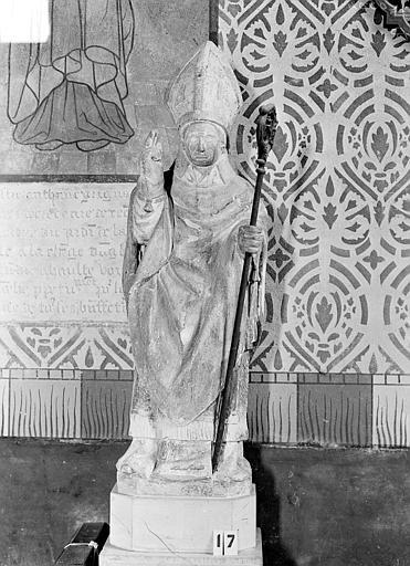 Statue en pierre polychrome : Evêque bénissant