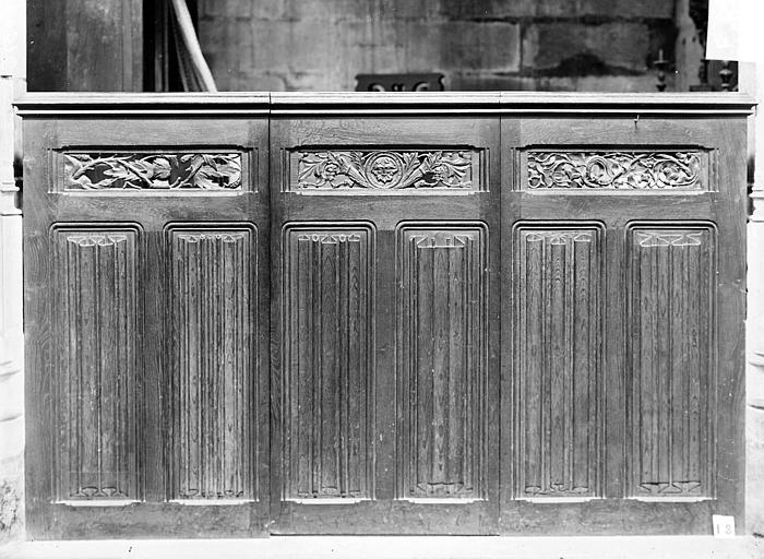 Clôture de chapelle en bois