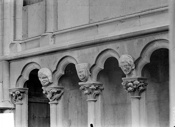Vue intérieure de la nef : Arcature du triforium