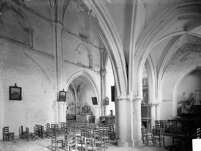 Vue intérieure du bas-côté sud et de la nef, vers le sud-est
