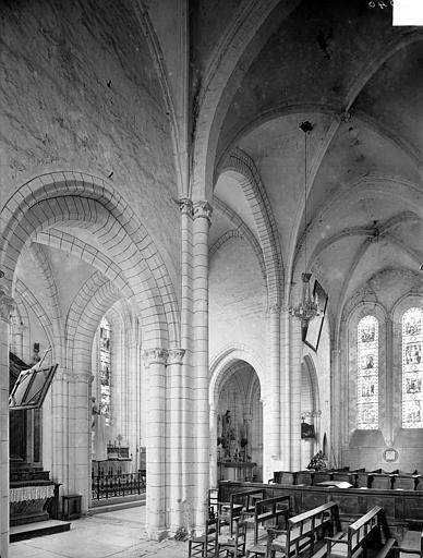 Vue intérieure du transept, vers le sud-est