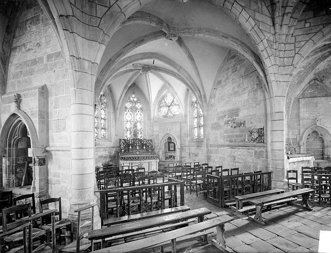 Vue intérieure d'une chapelle