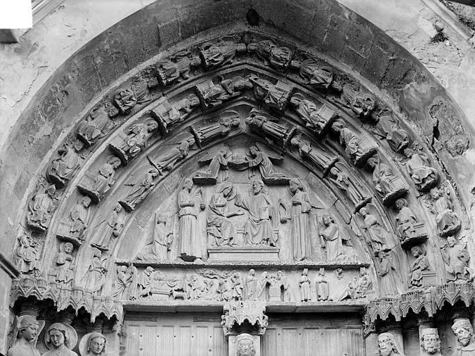 Portail de la façade nord, tympan, linteau et voussures : Le Couronnement de la Vierge et scènes de la vie de la Vierge