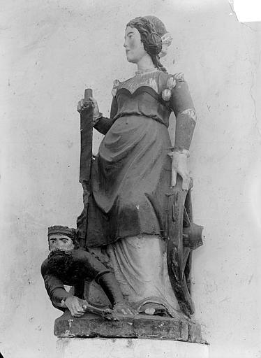 Statue polychrome : sainte Catherine