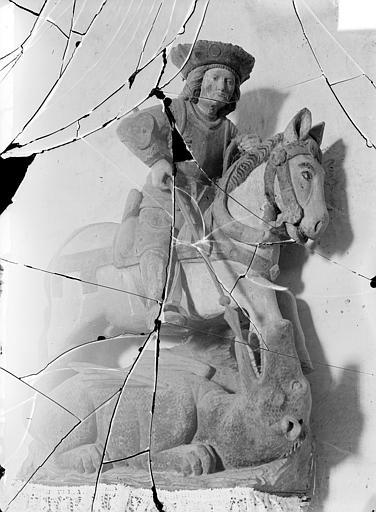 Statue équestre en bois polychrome : saint Georges terrassant le dragon
