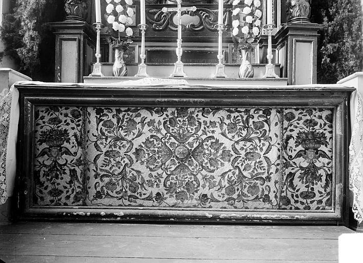 Devant d'autel en soie brodée et perles