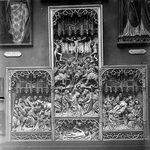 Retable provenant de l'évêché. Retable sculpté : Scènes de la Passion du Christ