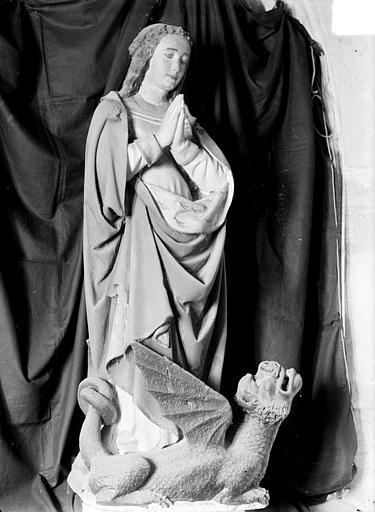 Statue en pierre polychrome : sainte Marguerite