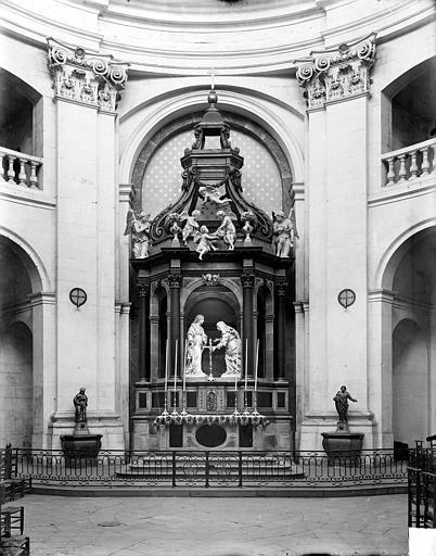 Vue intérieure du choeur : Autel, gradin, tabernacle, exposition