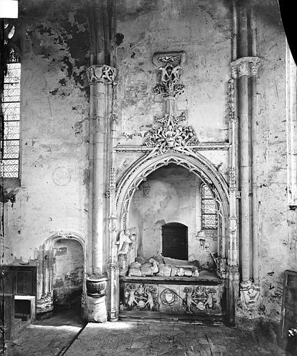 Chapelle : Tombeau de Jean de Longuy mort en 1463 et de sa femme Jeanne de Vienne morte en 1472