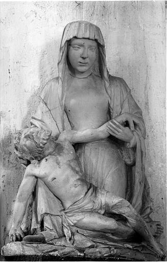 Statue en pierre : Vierge de Pitié