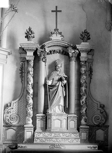 Retable saint Blaise. Statue de retable en pierre polychrome et dorée : Saint Blaise
