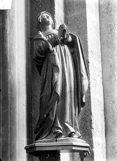 Statue en bois : Vierge priant