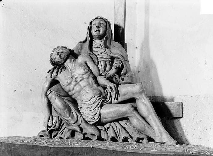 Groupe sculpté en bois : Vierge de Pitié