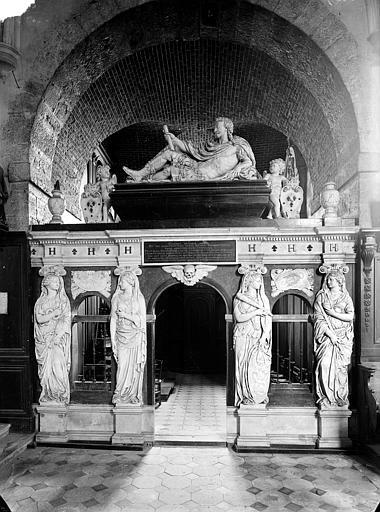 Tombeau en marbre de Henri II de Bourbon, prince de Condé, mort en 1646