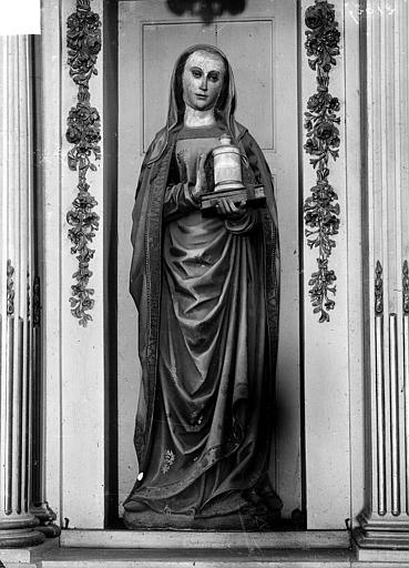 Statue en pierre : sainte Madeleine