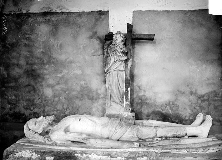 2 statues : Le Christ gisant, Ange