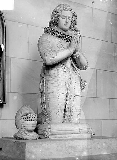 Statue funéraire de Philippe de Castille. Statue funéraire en marbre blanc : Philippe de Castille, mort en 1627