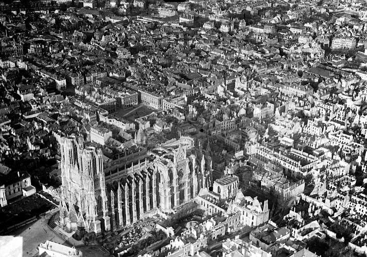 Vue aérienne du quartier de la cathédrale : Vue prise du sud-ouest