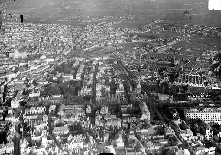 Vue aérienne du quartier de Cavalerie avec l'usine
