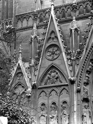 Portail du transept sud, dit portail Saint-Etienne : Gables, côté gauche