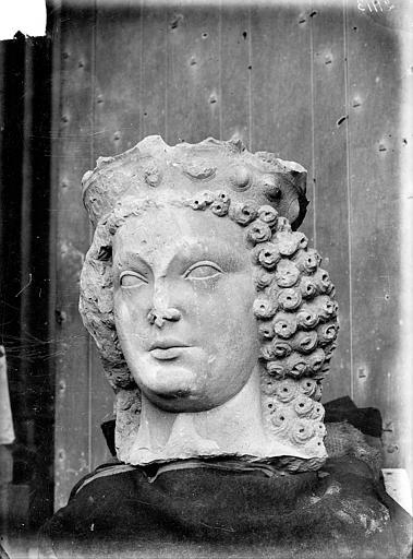 Buste de reine déposé