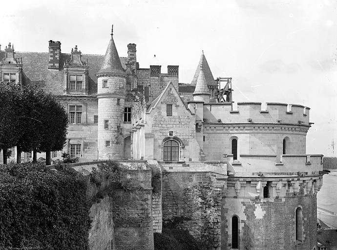 Façade est : Aile Louis XII, galerie et tour des Minimes