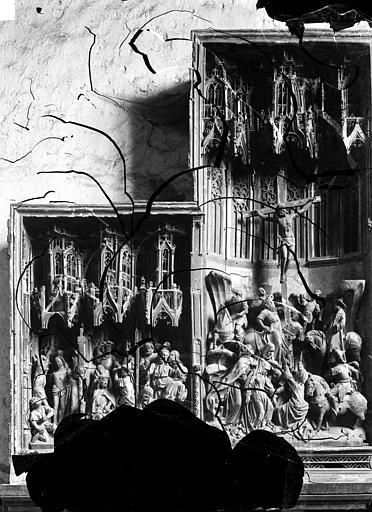 Retable de la Passion donné par Michel Chanzy en 1476. Haut-relief : Scènes de la Passion