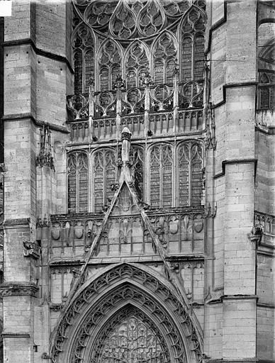 Portail du transept nord : gable et partie supérieure