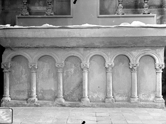 Autel de la chapelle Saint-Bernard