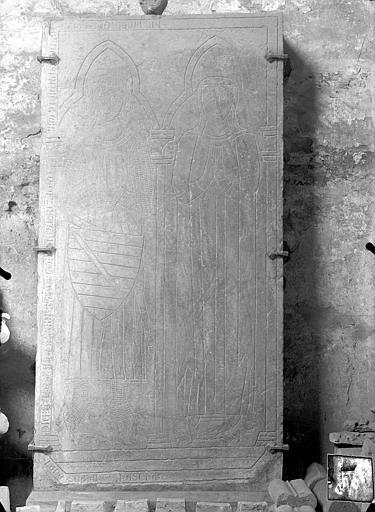 Dalle funéraire du chevalier Humbert de l'Espinasse et de sa femme