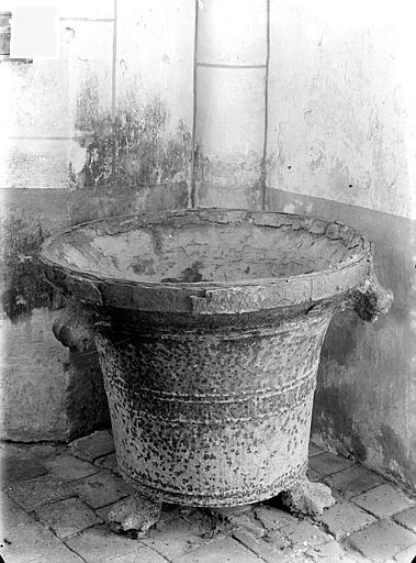 Fonts baptismaux servant de bénitier