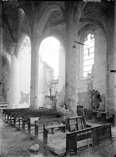 Vue intérieure de la nef et du bas-côté sud, vers le sud-est