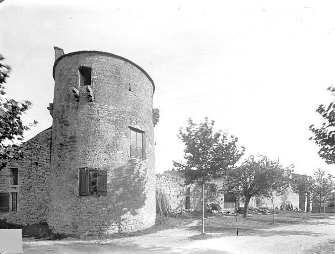 Tour d'angle, au nord-ouest