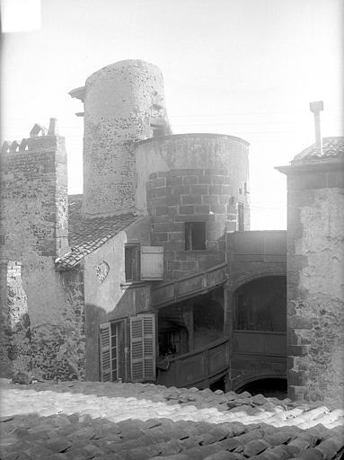 Cour intérieure prise du toit : Tourelle d'escalier (partie supérieure)