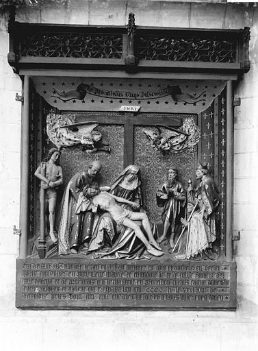 Monument funéraire de Jean Coquillau : La Vierge de Pitié, saint Sébastien et saint Jean-Baptiste le donateur accompagné d'un évêque