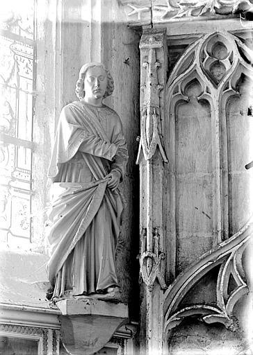 3 statues : Saintes femmes, Saint Jean l'Evangéliste