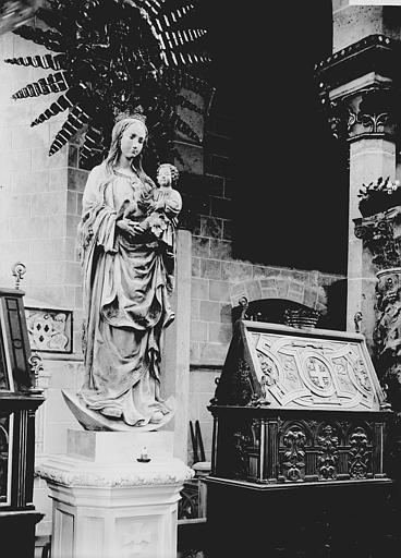 Statue: Vierge à l'Enfant ; Châsse